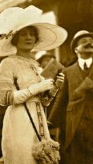 http://castaroundlesmodes.tumblr.com/post/63273035681/mode-aux-courses-1911-1914